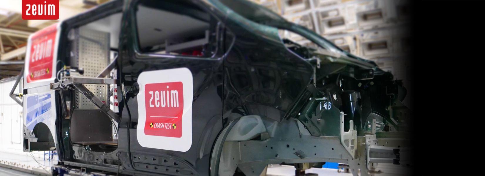 Zevim bedrijfswageninrichtingen Crash test. Veiligheid van u en uw werknemers/collega's is belangrijk voor ons, daarom hebben we een crash test laten uitvoeren op onze nieuwste bedrijfswageninrichting systemen in Millbrook.